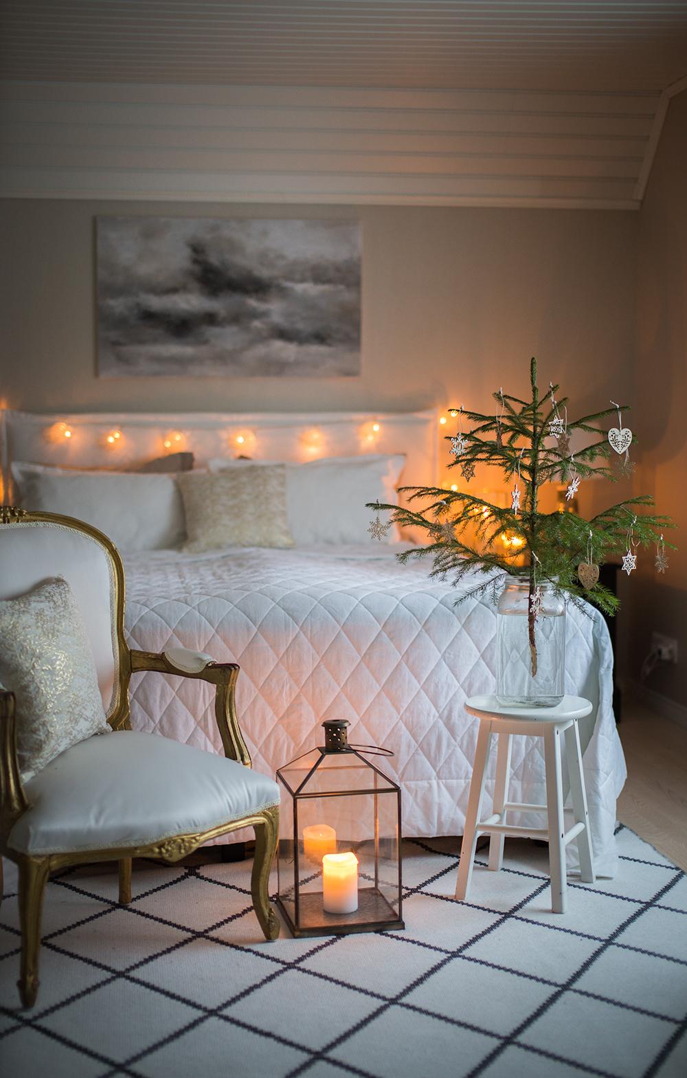 Pieni kuusi – jouluisempi makuuhuone